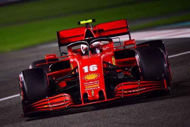 Charles Leclerc levou a Ferrari ao Q3, mas teve de pagar punição.