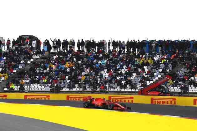 Charles Leclerc repetiu o bom desempenho de sábado e se colocou entre os primeiros colocados no GP de Portugal