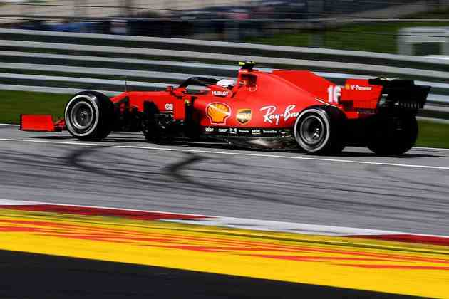 Charles Leclerc teve problemas no assoalho do carro após o toque na largada