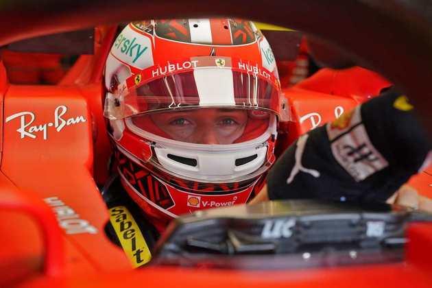 Charles Leclerc teve uma dura corrida e ficou em 14º lugar