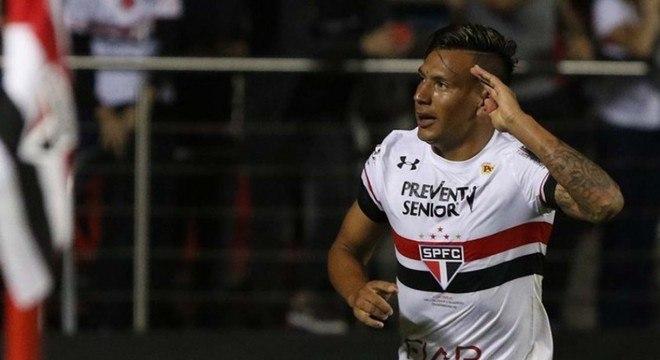 Chávez chegou ao Tricolor vindo do Boca Juniors e estreou na 17ª rodada contra a Chapecoense. Saiu em 2017 para o Panathinaikos, da Grécia.