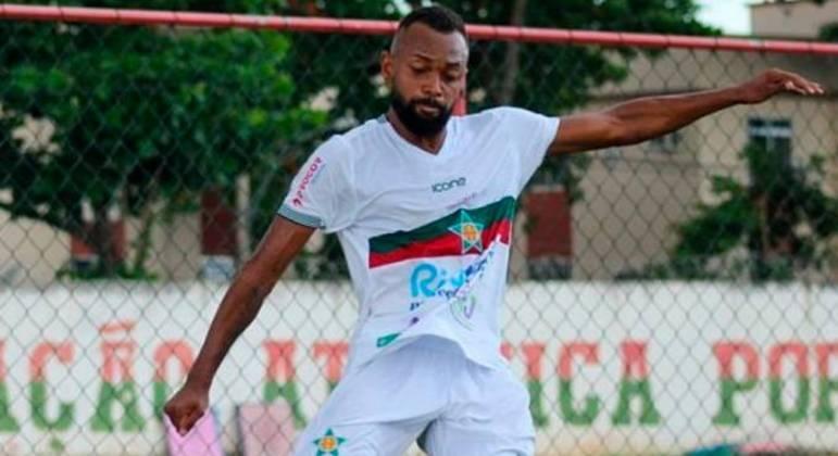 Chay cobrou o pênalti da Portuguesa. Atacante é o mais técnico jogador da Ilha do Governador