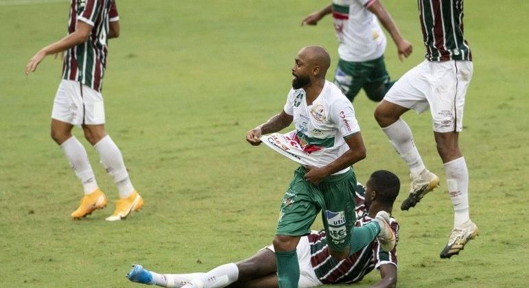 Chay comemora gol da Portuguesa contra o Fluminense no Maracanã