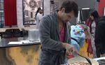 E olha quem atacou de chef mais uma vez? Logo cedo, Leandro Gléria resolveu preparar ovos mexidos para o café da manhã dos casais. Os dotes culinários do rapaz chamam tanta atenção na Mansão, que Carol até brincou que o relações públicas conquistou Renata pelo estômago!