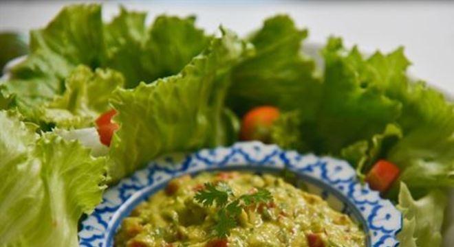 Chef especialista em cozinha natural e saudável sugere o molho à base de abacate como pedida coringa