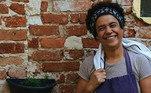 A chef Tânea Romão defuma também itens de charcutaria, como linguiças e outros embutidos