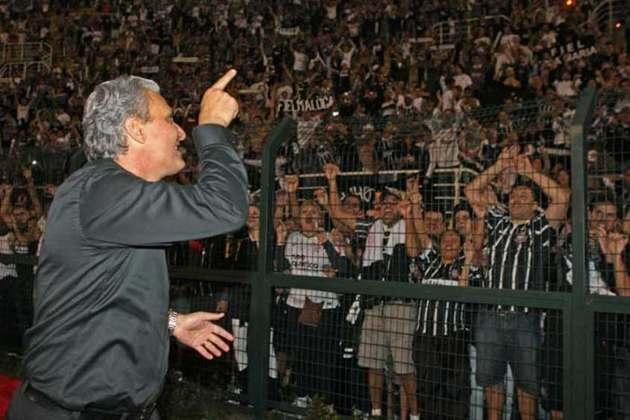 Chega o ano de 2012, sem dúvidas o ano divisor de águas de Tite como treinador. Ele conquista, de forma invicta, a primeira Libertadores do Corinthians, derrotando na final o poderoso Boca Juniors, no Pacaembu.