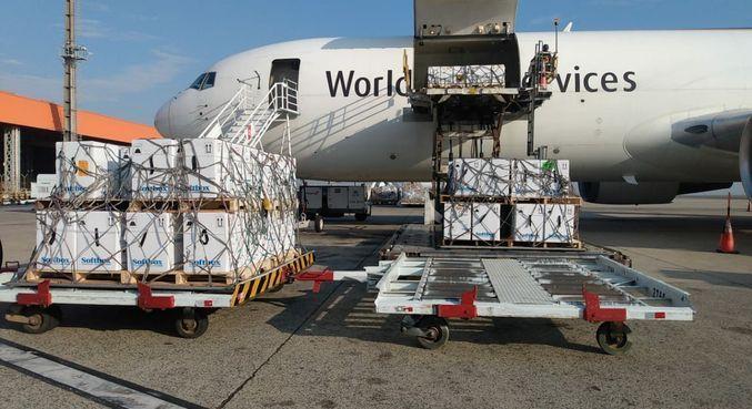 Chegada de 1, 1 milhões de doses neste domingo (5) no aeroporto de Viracopos