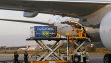 Chega a SP voo com insumos para 10 milhões de doses da CoronaVac