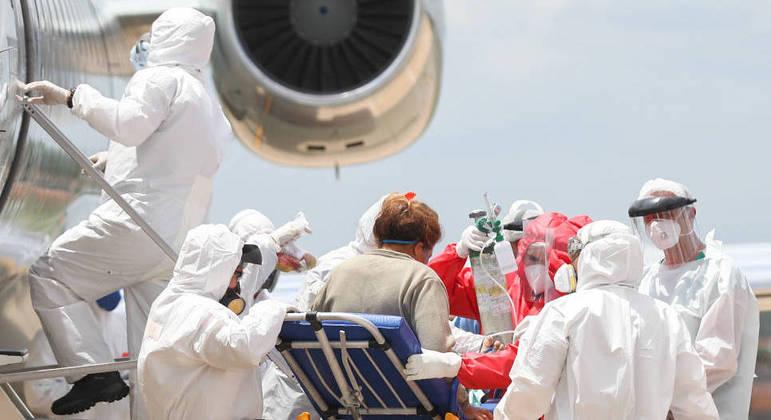 FAB (Força Aérea Brasileira) faz o transporte de pacientes com covid-19 de Manaus para outras cidades