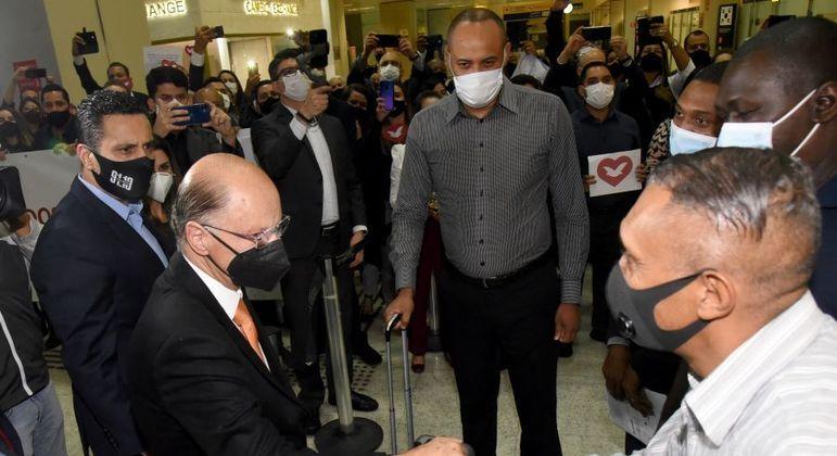 Missionários expulsos foram recebidos em São Paulo pelo bispo Edir Macedo