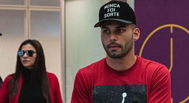 Thiago Maia chega no Rio de Janeiro para acertar com Flamengo