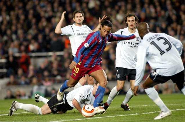 Chelsea na Liga dos Campeões - No ano em que foi campeão da Champions, Ronaldinho 2005/2006 se vingou da eliminação do ano anterior sobre o Chelsea. No jogo de volta das oitavas de final, o craque marcou o gol do empate em 1 a 1.
