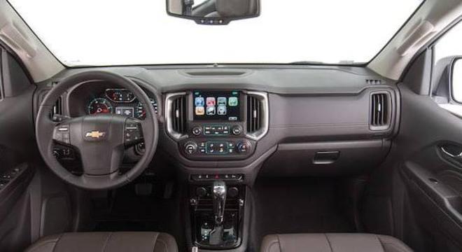Interior da S10 sem alterações na linha 2020: volante e multimídia já merecem mudanças