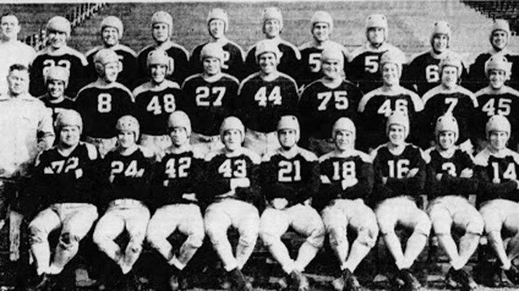 Chicago Cardinals (1943). 0 vitórias e dez derrotas na temporada. Um dos piores times de forma geral nos anos 40.