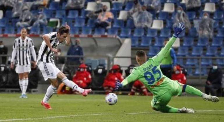 Detalhe do gol de Chiesa, Juventus 2 X 1