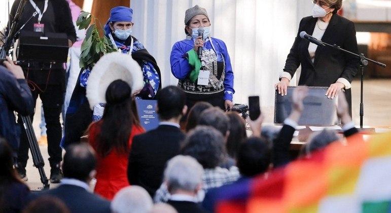 Elisa Loncon (c) comandará o processo de elaboração da nova Constituição do  Chile