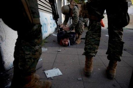 Vídeos denunciam violência nas ruas do Chile