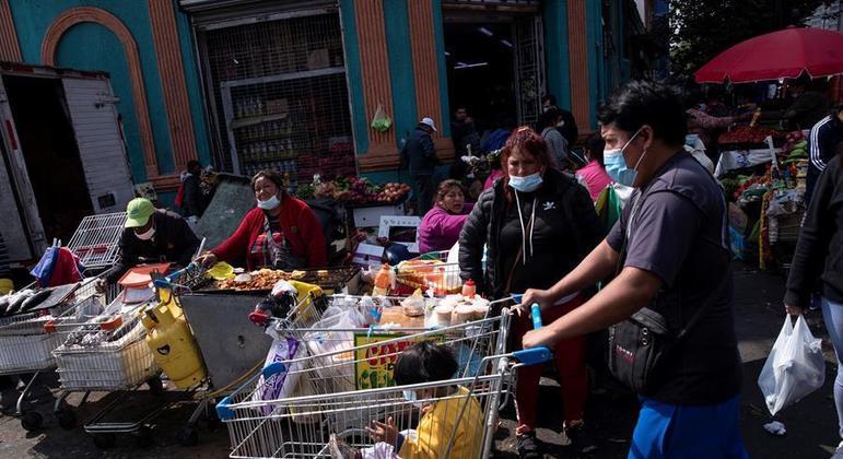 Baixa adesão ao isolamento em Santiago preocupa autoridades chilenas