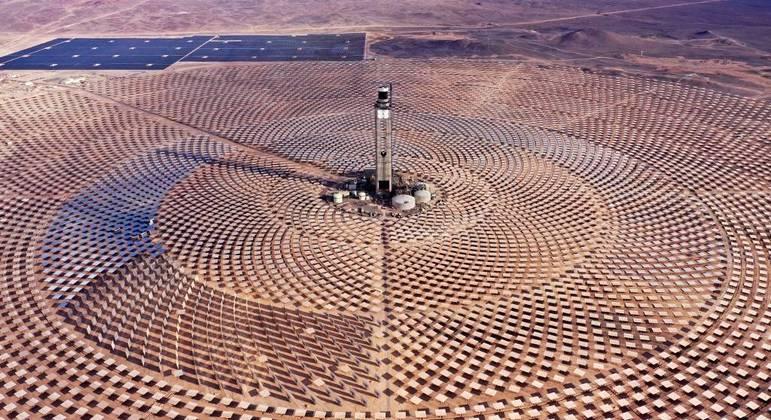 Usina foi construída em uma área de 700 hectares no deserto do Atacama, no Chile