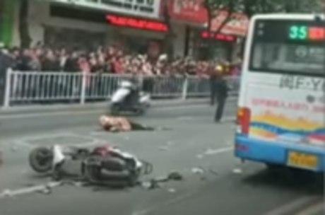 Vídeo mostra ônibus destruído