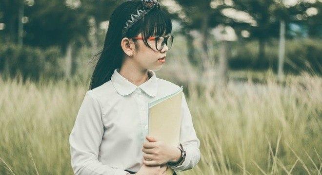 Crianças chinesas são monitoradas por uniforme tecnológico