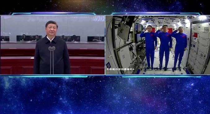 Presidente chinês felicita os astronautas que abrem 'novos horizontes'