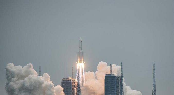 Trajetória de foguete Longa Marcha 5B está descontrolada