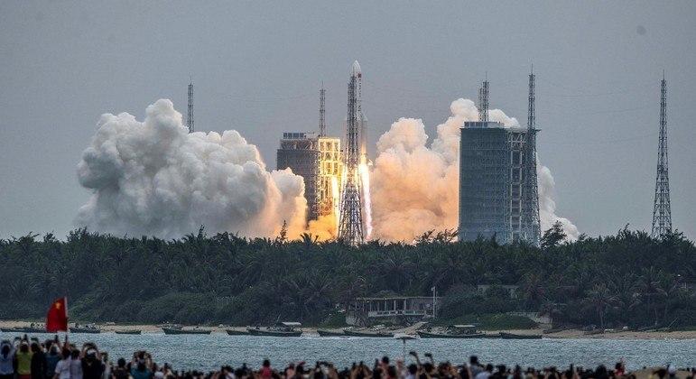 O foguete Longa Marcha 5B foi lançado no fim de abril, no sul da China