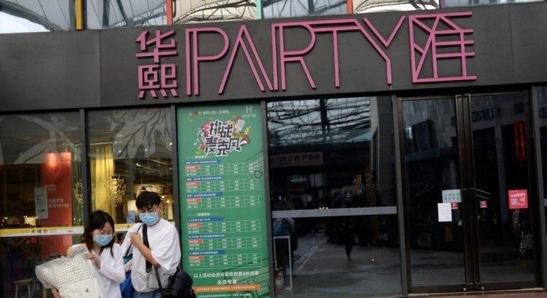 Bares de karaokê são populares em grandes cidades chinesas