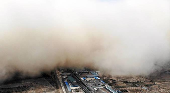 Tempestade de areia cobre cidade no noroeste da China