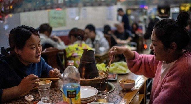 Na capital chinesa, as máscaras não são mais obrigatórias