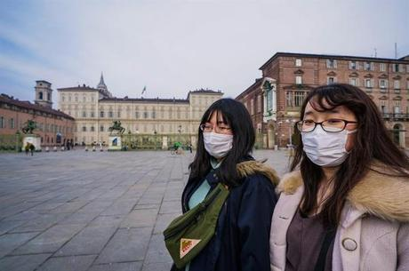 Chinesas passeando pela Europa