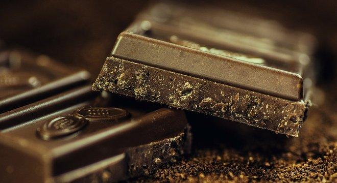 Chocolate branco, ao leite, com frutas ou cereais, para matar a vontade de todos os tipos de chocolate