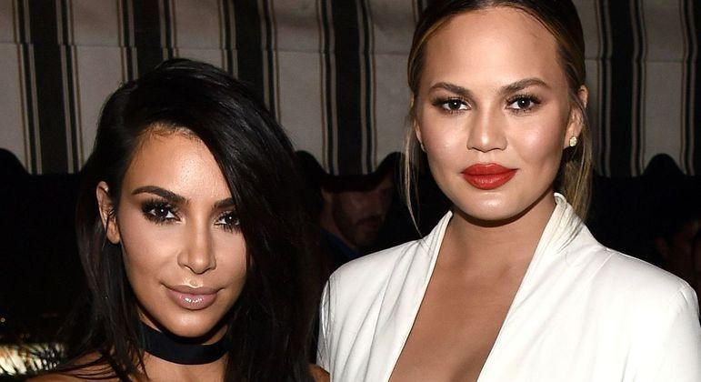 Chrissy Teigen diz que Kim Kardashian 'fez de tudo' para salvar casamento
