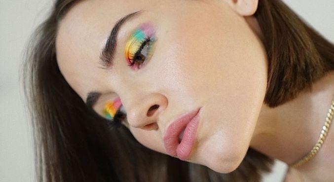 Christa ganhou muitos seguidores com suas dicas de maquiagem e beleza