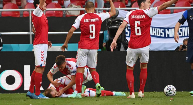Jogador dinamarquês sofreu mal súbito durante partida e precisou implantar o aparelho