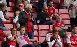 Na arquibancada, muitos torcedores ficaram assustados e preocupados com o meia dinamarquês
