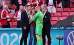 Sabrina Kvist Jensen, a mulher de Ericksen, estava no estádio e se aproximou para acompanhar o resgate do jogador e foi amparada pelos demais atletas