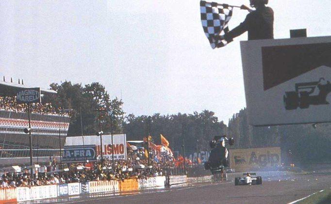 Christian Fittipaldi literalmente deu um looping ao tocar com o companheiro Pierluigi Martini na Itália, em 1993. Saiu ileso.