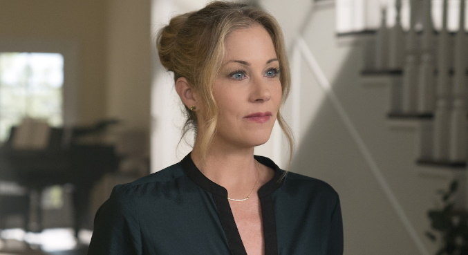 Atualmente, Christina está em 'Dead To Me', série indicada ao Emmy