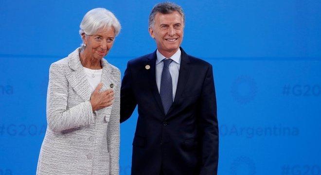 Macri e a diretora-geral do FMI, Christine Lagarde: crise cambial empurrou Argentina de volta aos braços do fundo
