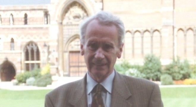 Christopher organizava  manuscritos do pai