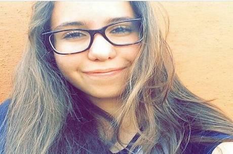 Anna Luísa foi sugada por um bueiro quando desceu de carro