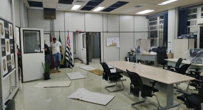 Alagamento antigiu diversas salas das delegacias do Denarc, em SP