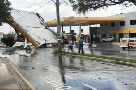 Posto de combustível foi destelhado durante o temporal