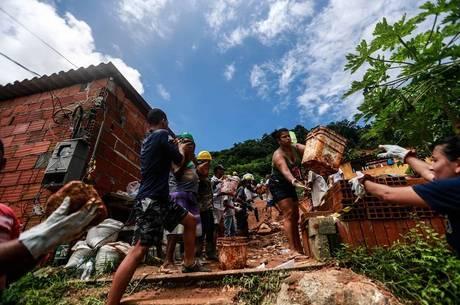 Deslizamentos mataram 45 pessoas na Baixada Santista