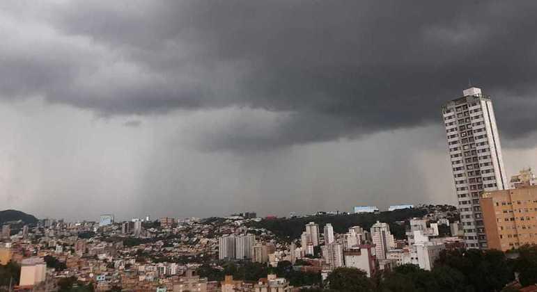 Chove forte em algumas regiões de Belo Horizonte também nesta quinta-feira (7)
