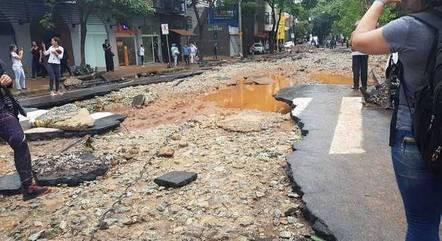 Ruas de BH ficaram destruídas após chuvas de janeiro