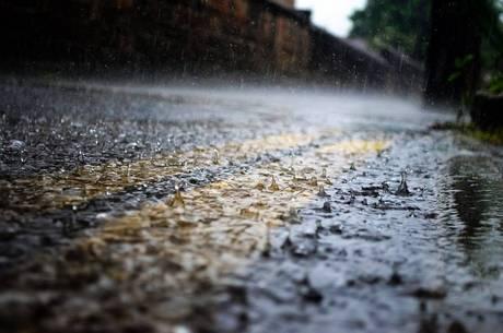 Chuvas têm causado estragos nas avenidas de BH